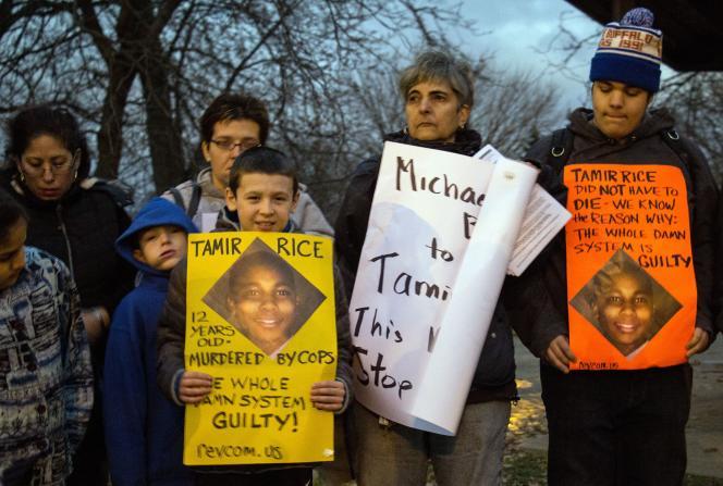 Manifestation de colère après la mort du jeune Noir Tamir Rice, abattu par un policier, le 24 novembre 2014, parce qu'il jouait avec une faux pistolet.