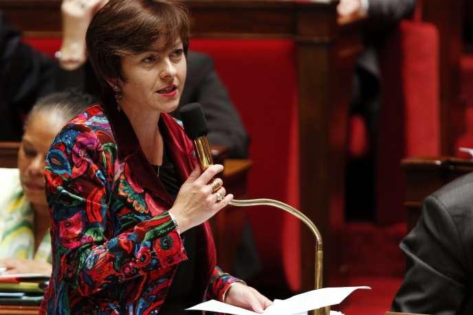 Carole Delga, ministre du commerce et de l'économie sociale, le 25 novembre 2014 à l'Assemblée nationale.