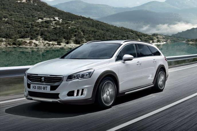 Le break Peugeot 508 RXH n'est pas parvenu à s'imposer avec sa motorisation hybride diesel-électrique.