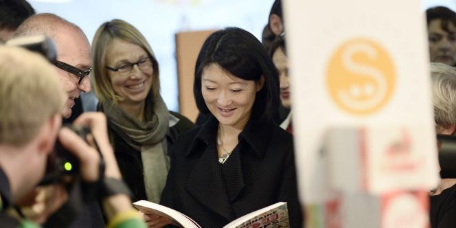 Fleur Pellerin, ministre de la culture a signé, mercredi 10 décembre, l'accord précisant les modalités d'application du nouveau contrat d'édition.