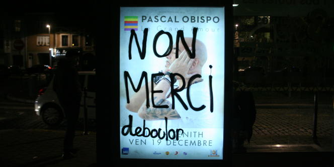 Marion n'a pas eu le temps de finir de barbouiller l'affiche et a été emmenée au commissariat principal de Lille.