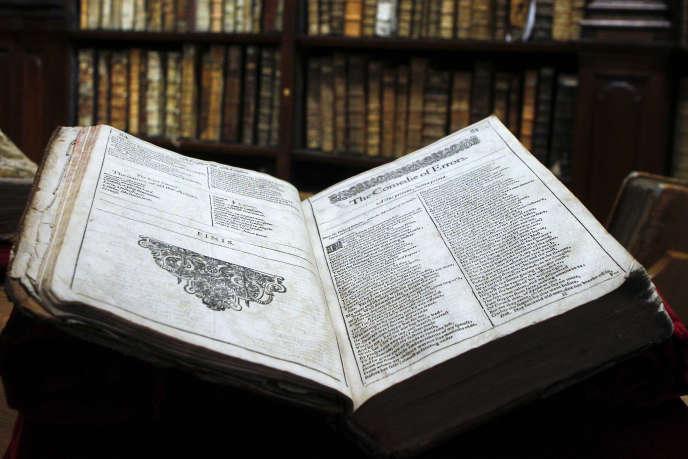 L'un des exemplaires originaux d'un ouvrage de Shakespeare découvert dans la bibliothèque de Saint-Omer en novembre 2014.