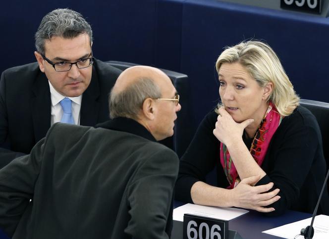 Aymeric Chauprade, Jean-Luc Schaffhauser et Marine Le Pen, au Parlement européen à Strasbourg, le 27 novembre 2014.