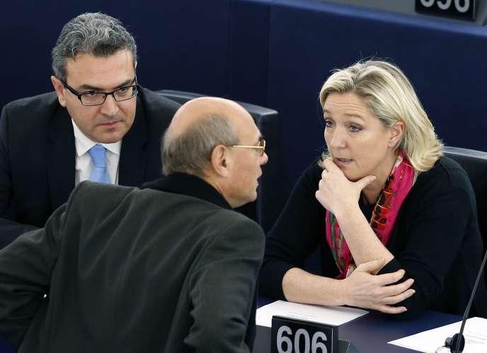 Aymeric Chauprade et Marine Le Pen au Parlement européen, en novembre 2014.