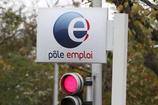 A l'entrée du bureau de Pôle Emploi à Champigny sur Marne, le 19 novembre 2014.