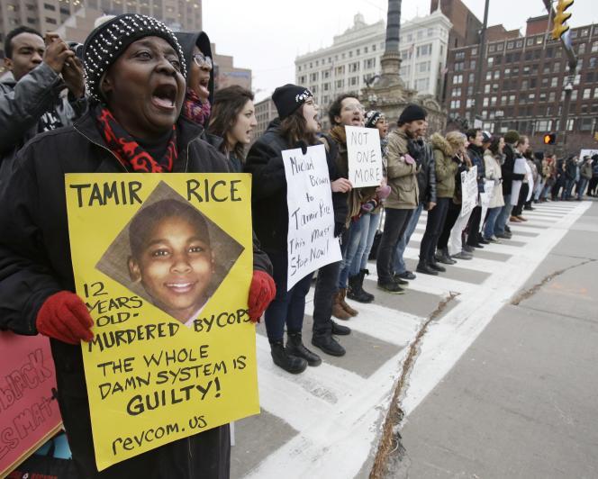La famille de la victime a appelé au calme alors que plusieurs centaines de personnes s'étaient rassemblées, mercredi, dans le centre-ville de Cleveland.
