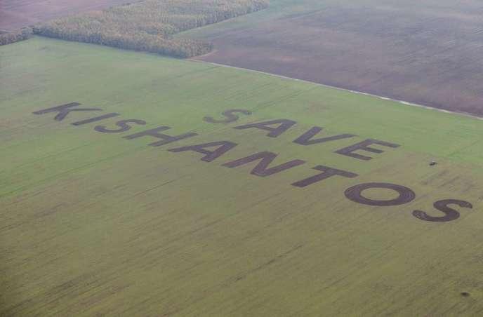 Il y a quelques mois encore, d'immenses lettres, visibles d'avion, traçaient un appel désespéré : « Save Kishantos ».