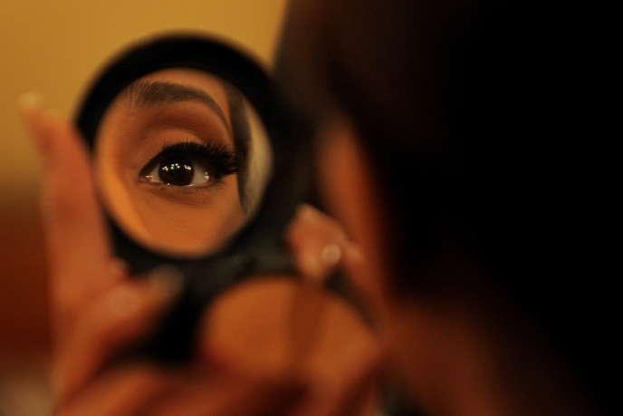 De plus en plus de femmes essaient de créer elles-mêmes leurs cosmétiques.