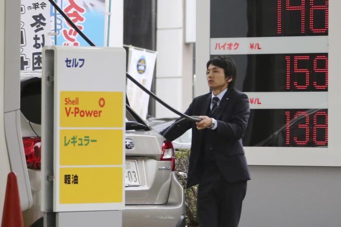 La baisse des cours du pétrole entraîne un recul des prix des carburants à la pompe