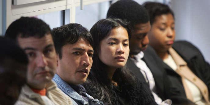 Dans un centre d'accueil et d'intégration des nouveaux immigrés, à Paris.