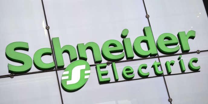 Schneider Electric engage cette nouvelle restructuration pour gagner en compétitivité face à une concurrence accrue et à une baisse des investissements publics et industriels dans le climat économique actuel.
