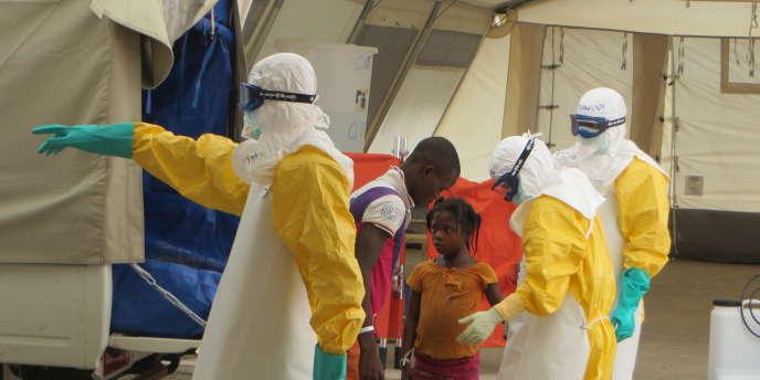 Le virus Ebola a fait plus de 7800morts, selon un bilan de l'Organisation mondiale de la santé publié lundi 29 décembre. Le même jour le Royaume-Uni a annoncé qu'un cas avait été diagnostiqué à Glasgow.