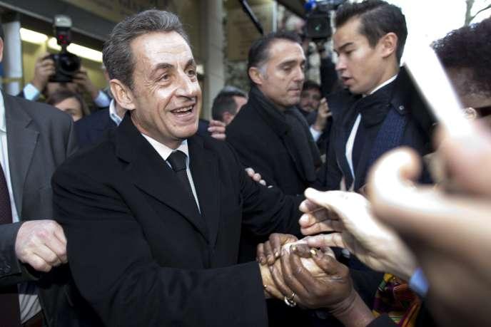 Nicolas Sarkozy arrive au siège de l'UMP pour voter le 29 novembre.