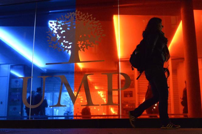 Devant le siège de l'UMP, à Paris, le 29 novembre 2014.