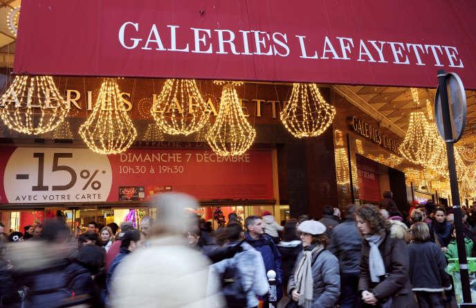 Les grands magasins parisiens souhaitent ouvrir tous les dimanches et pas seulement avant les fêtes. Les petites enseignes de province sont moins enthousiastes.