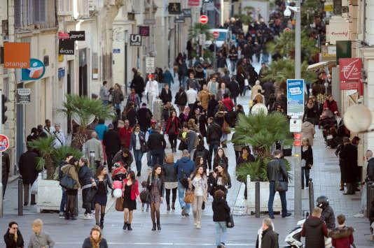 Les binationaux représentent 3,3 millions de personnes (5 % de la population de la France métropolitaine âgée de 18 à 50 ans), dont 90 % sont immigrés ou descendants d'immigrés.