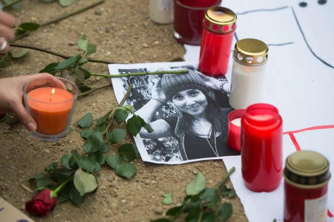 A Berlin, dimanche, rassemblement à  la mémoire de Tugce Albayrak, jeune Turque de 23 ans tuée pour avoir défendu deux jeunes filles agressées dans la nuit du 14 au 15 novembre 2014, à Offenbach (Hesse).