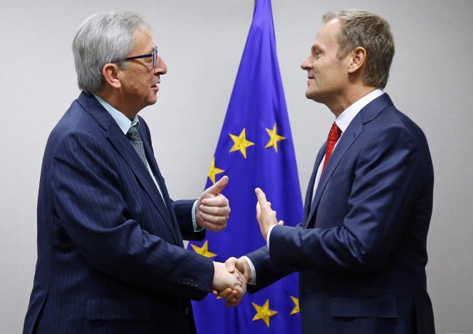 Jean Claude Juncker, président de la Commission européenne, et Donald Tusk, président du Conseil des Vingt-Huit, à Bruxelles, le 1er décembre.