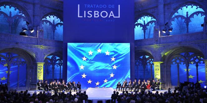 Signé deux ans après l'échec du traité constitutionnel européen et entré en vigueur le 1er décembre 2009, le traité de Lisbonne a apporté de multiples changements au fonctionnement de l'Union.