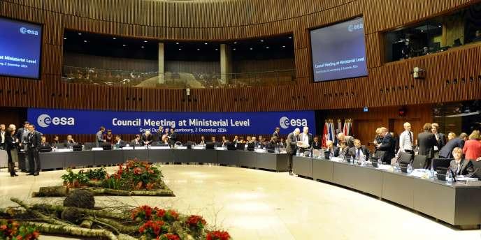Les ministres européens chargés des activités spatiales réunis à Luxembourg.