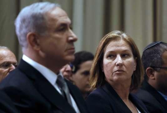 Le premier ministre israélien, Benyamin Nétanyahou, avec Tzipi Livni alors ministre de la justice, à Jérusalem, le 2 décembre 2014.