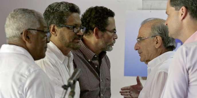 Des représentants des FARC et du gouvernement se sont accordés mercredi à La Havane, aux côtés de délégués de Cuba et de la Norvège, pays garants du processus de paix.