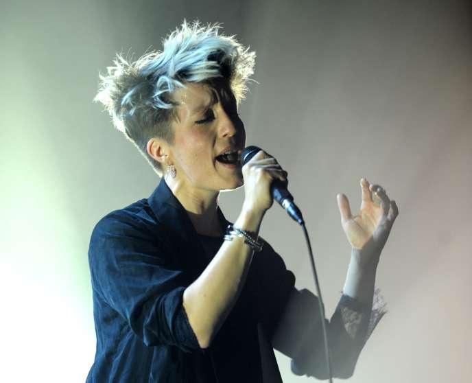 La chanteuse Jeanne Added en concert à Saint-Jacques-de-la-Lande dans le cadre des Transmusicales de Rennes, le 3 décembre 2014.