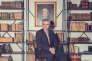 A Reims, Olivier Krug devant le portrait de Joseph Krug, fondateur de la célèbre maison de champagne.