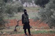 Un combattant djihadiste du front Al-Nosra pose dans les environs d'Idlib (Syrie), le 2décembre.