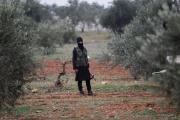 Un combattant djihadiste, dans les environs d'Idlib, en Syrie.