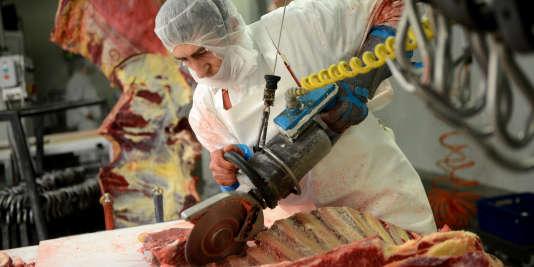 Les abatteurs ont «augmenté leurs prix», mais sans aller jusqu'aux 5centimes par kilo et par semaine prévus, en se concentrant dans un premier temps «sur les seules races à viande», au détriment des vaches laitières, a expliqué le médiateur.