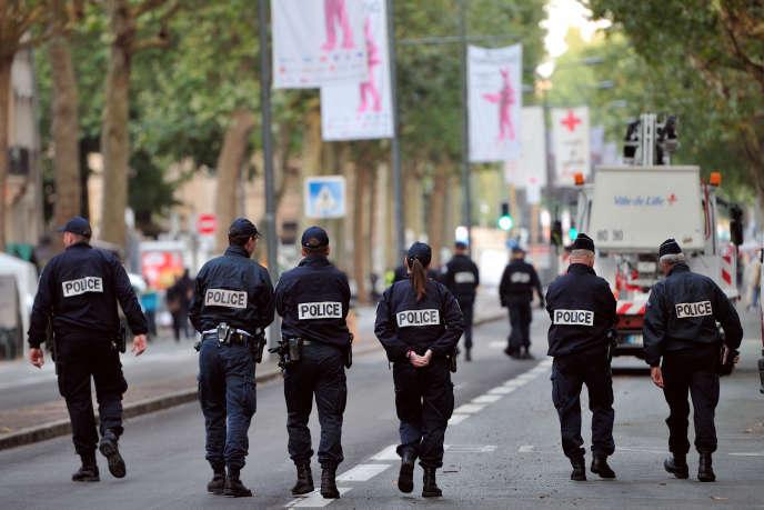 Déploiement de policiers lors de l'édition 2012 de la braderie de Lille.