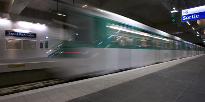 Un métro parisien à la station Front populaire, à Aubervilliers.