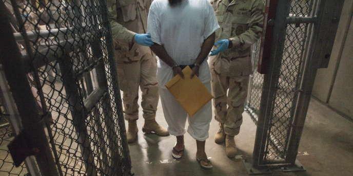 Camp de détention américain de Guantanamo, sur l'île de Cuba.