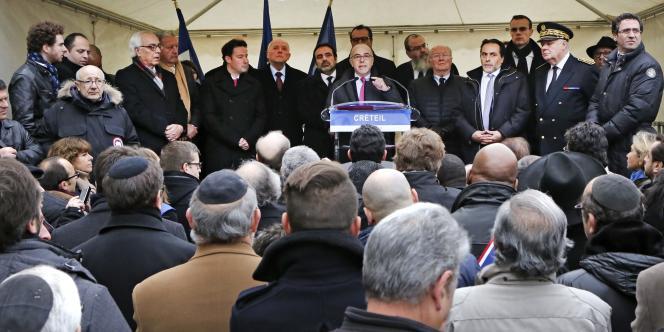 Bernard Cazeneuve à Créteil, le 7 décembre.