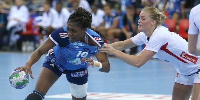 La Française Grâce Zaadi face à la Norvège, lors de la Golden League, le 28 novembre.