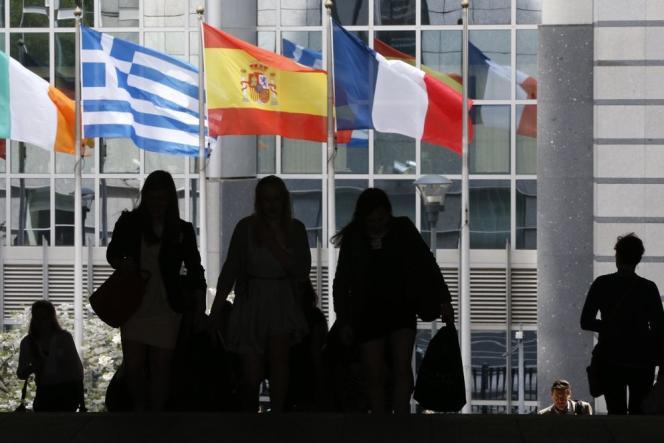 Les ambassadeurs des vingt-huit Etats membres de l'Union européenne ont approuvé par « consensus» mercredi 17 juin la prolongation des sanctions économiques à l'encontre de la Russie jusqu'au 31 janvier 2016.