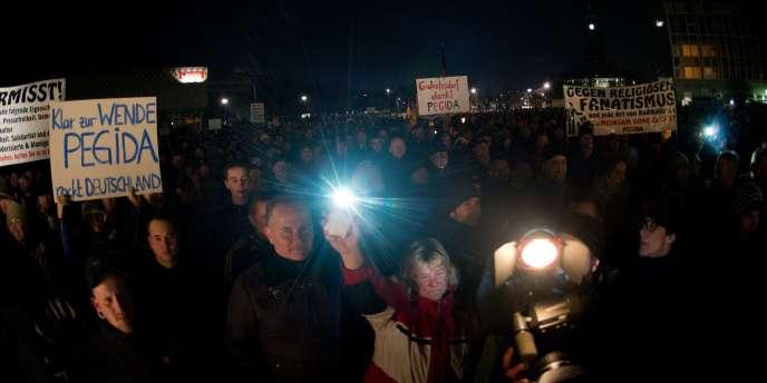 Environ 10 000 personnes ont défilé lundi soir à Dresde à l'appel du mouvement les
