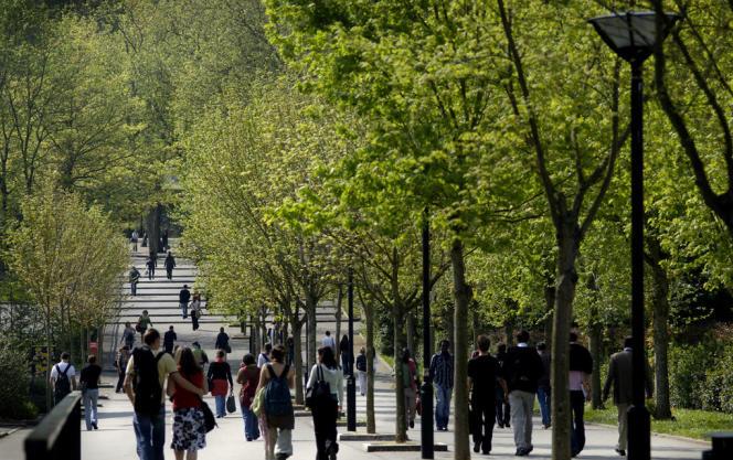 Etudiants sur le campus de l'université de Nantes (Loire-Atlantique).