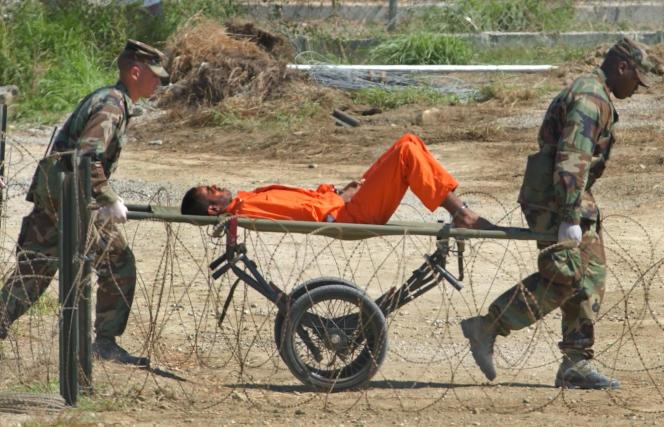Dans la base navale américaine de Guantanamo, sur l'île de Cuba, en février 2002.