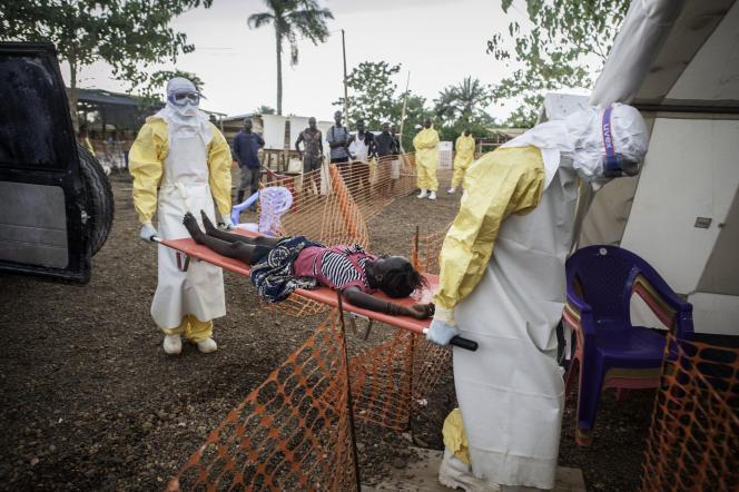 Intervention de Médecins sans frontières, à Kailahun (Sierra Leone), le 10 juillet.