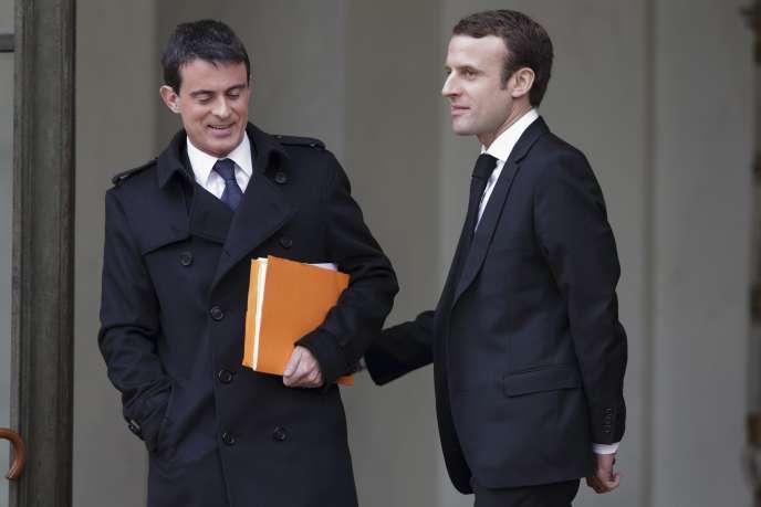Le Premier ministre Manuel Valls et le ministre de l'Economie Emmanuel Macron à  l'Elysée, le 10 décembre 2014.