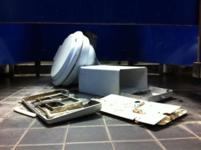 Des toilettes défoncées à l'université Paris-VIII.
