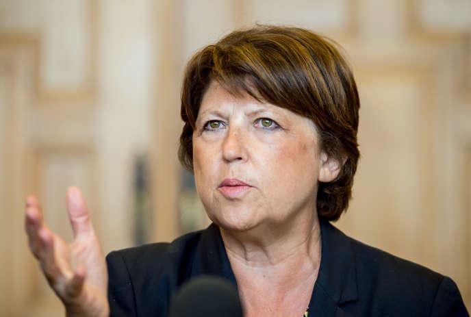 La maire PS de Lille craint notamment pour l'activité des petits commerçants si le travail le dimanche est assoupli.
