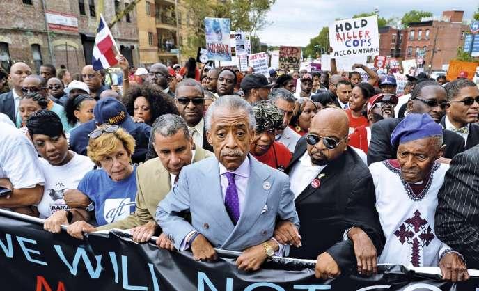 Le révérend Al Sharpton, le 23 août 2014 à  New York,  à la tête d'une marche contre des brutalités policières.