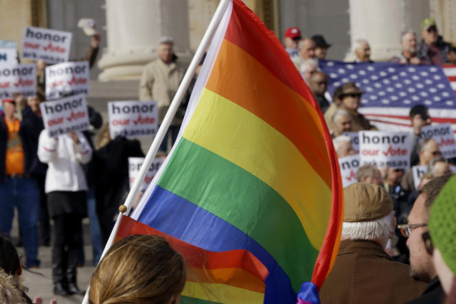 Novembre 2014, opposants et défenseurs du mariage homosexuel se défient devant le capitole de l'Arkansas à Little Rock.