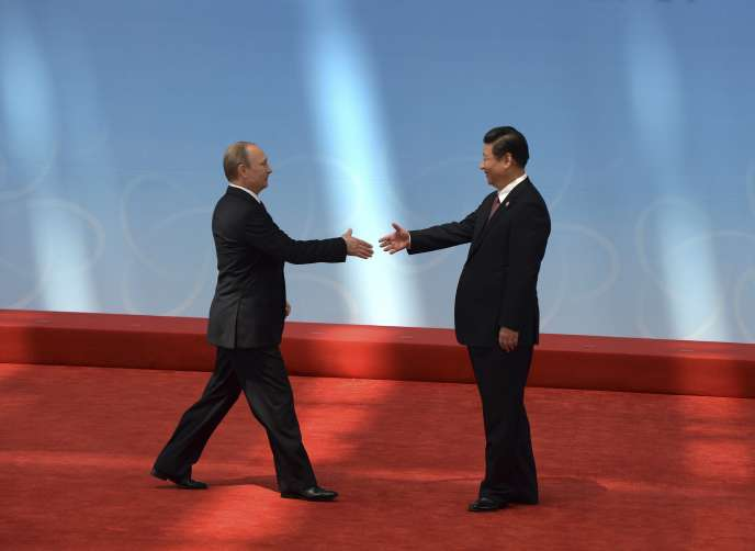 Les présidents russe et chinois, Vladimir Poutine et Xi Jinping, ont parrainé à Shanghaï la signature entre Gazprom et China National Petroleum Corporation (CNPC) d'un mégacontrat de 293 milliards d'euros pour la livraison par gazoduc de 1 150 milliards de mètres cubes (m3) de gaz sur trente ans.