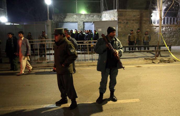 Un attentat-suicide est perpétré contre le centre culturel français à Kaboul, le 11 décembre.