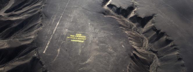 Vue de Nazca au Pérou prise par des militants de Greenpeace pendant la conférence sur le climat, le 8 décembre 2014. (AP Photo/Rodrigo Abd)