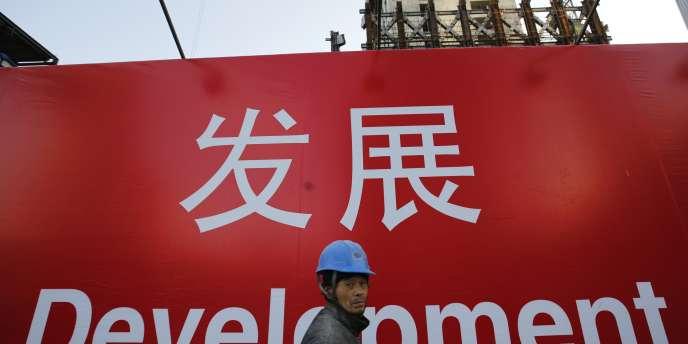 En Chine, le nombre de nouveaux chantiers lancé en novembre a baissé de 30 % par rapport au même mois de l'an dernier.